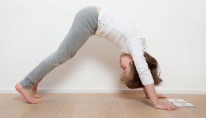 Yoga des petits : position du chien tête en bas