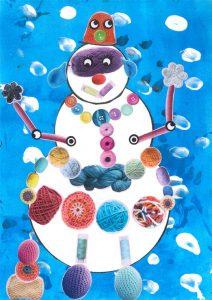 Avec sa tenue en laine, le bonhomme de neige tricotin de Chloé ne craint pas le froid !